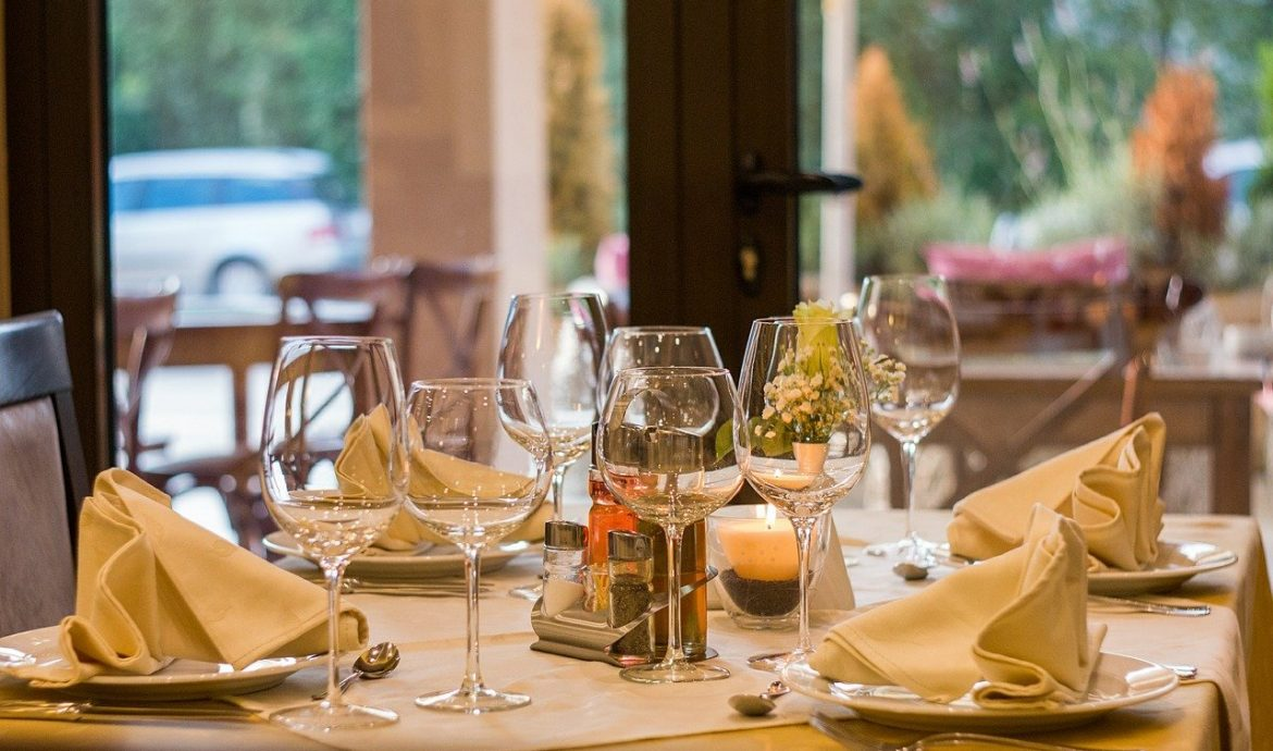 Provide the best customer services in the restaurant